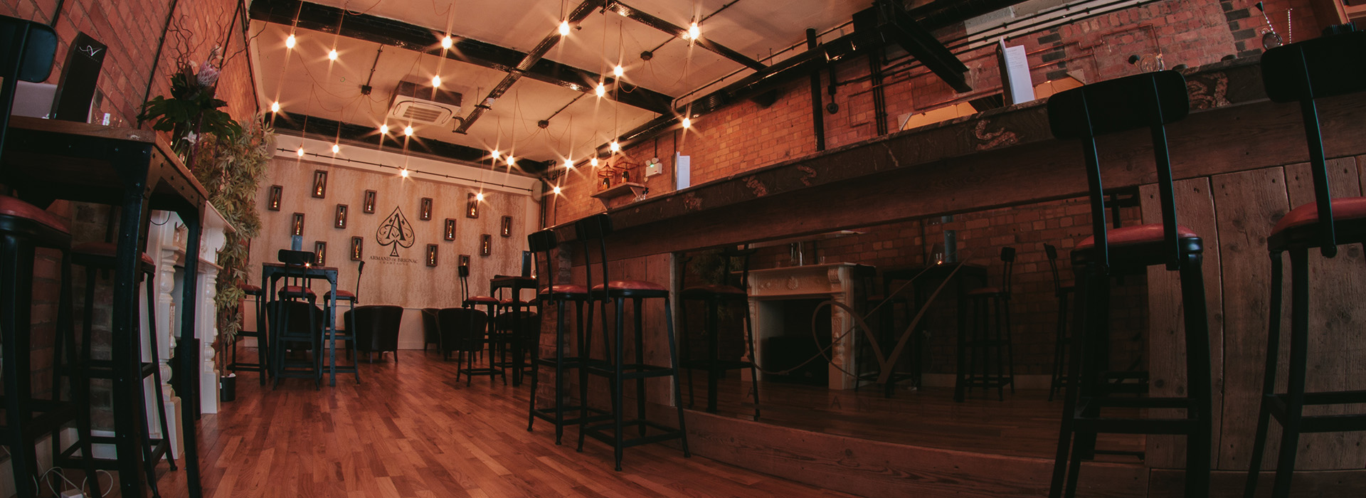Alexander's Bar - Sophisticated and Rustic
